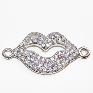 Silverfärgad metallconnector med strass lips 37x20 mm